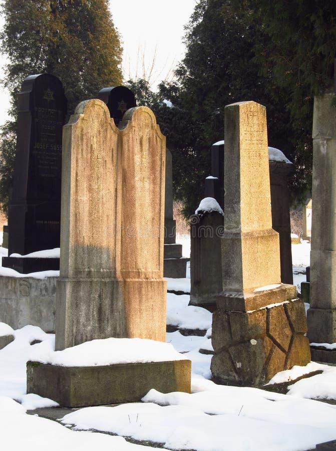 Gamla judiska gravstenar royaltyfria foton