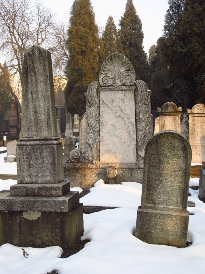 Gamla judiska gravstenar royaltyfria bilder
