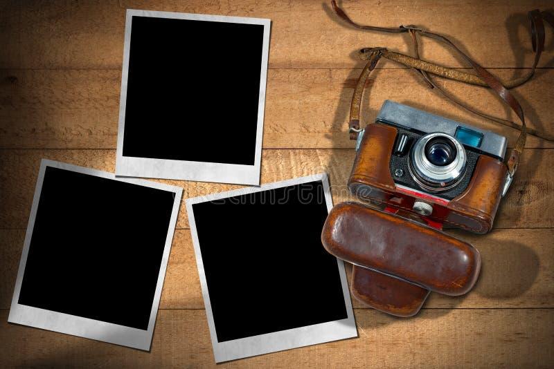 Gamla kamera- och ögonblickfotoramar royaltyfri fotografi