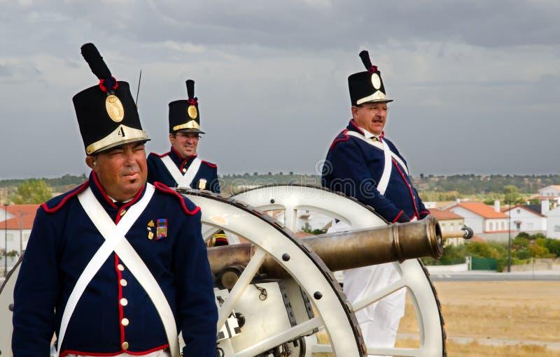 Gamla kanon- och artillerisoldater royaltyfri fotografi