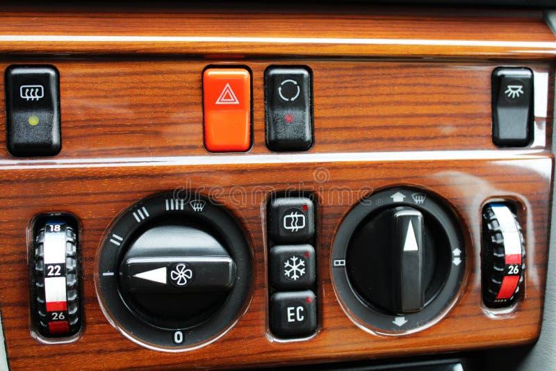 Gamla knappar och regulatorer för Mercedes klimatkontroll royaltyfri fotografi