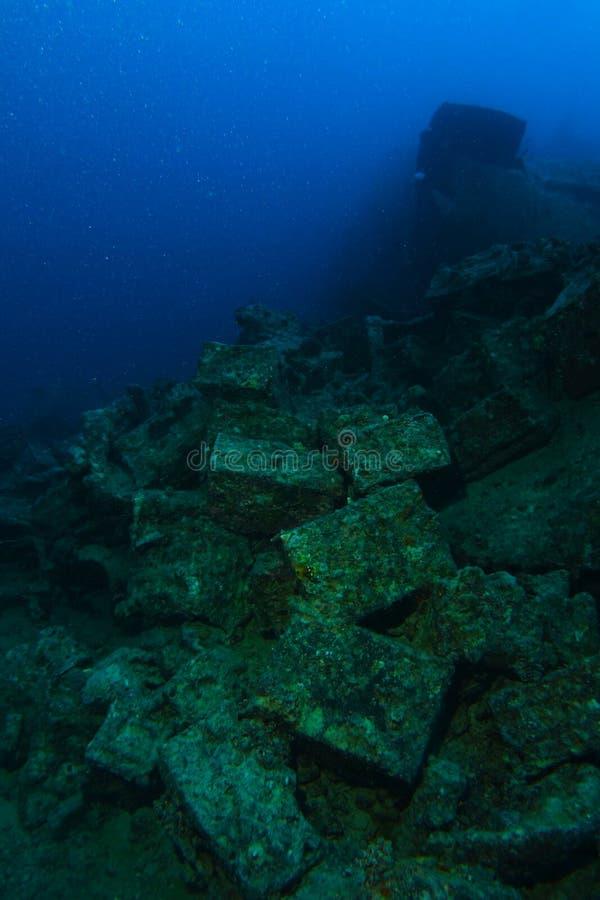 Gamla kulaskar inom haverinamnet är SS Thistlegorm royaltyfri bild