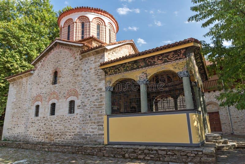 Gamla kyrkor i den medeltida Bachkovo kloster, Bulgarien royaltyfria bilder