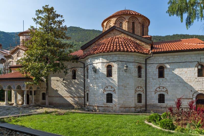 Gamla kyrkor i den medeltida Bachkovo kloster, Bulgarien royaltyfri foto