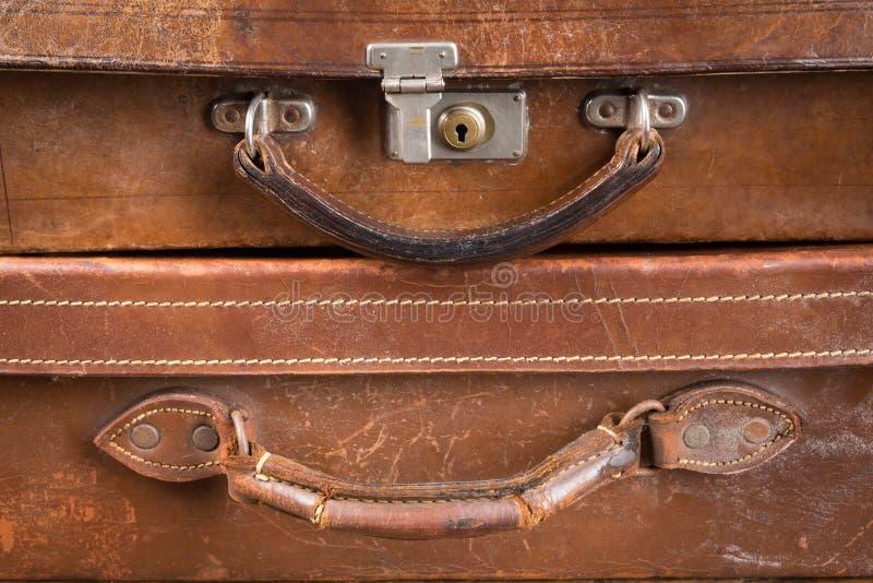 Gamla låsta resväskor royaltyfri fotografi
