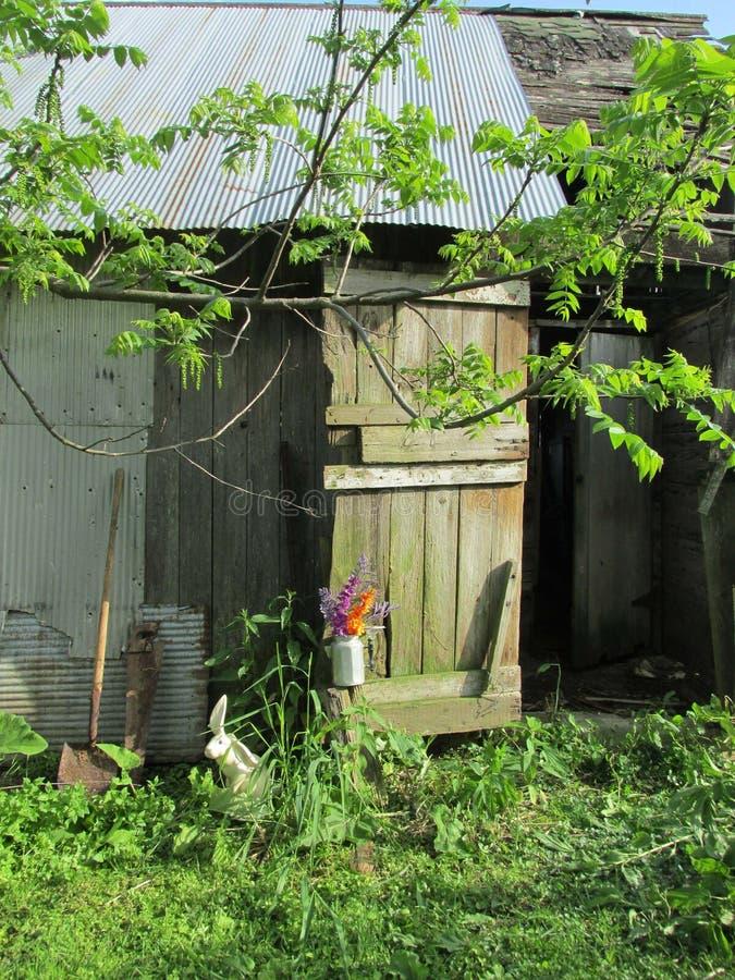 Gamla ladugårdar är arkiven av mellanvästern- bruka gemenskaper royaltyfri bild