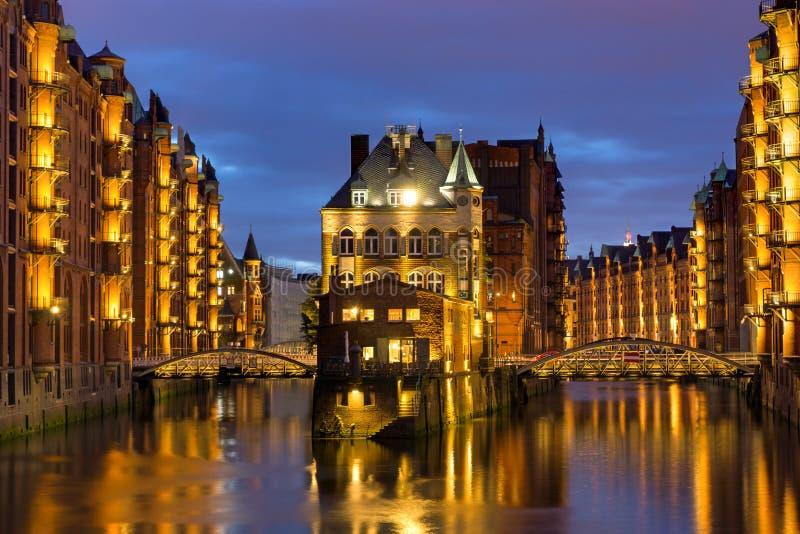 Gamla lager i Hamburg arkivbild