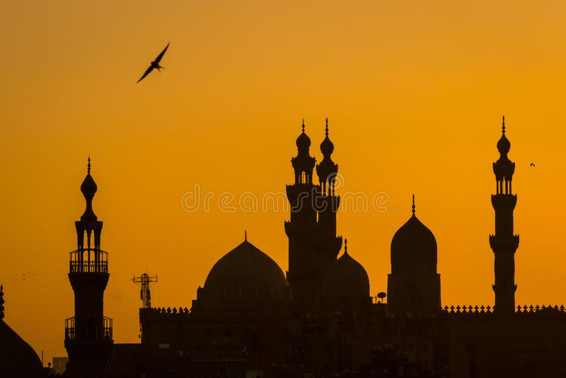 Gamla moskéer för Kairo på solnedgången royaltyfria bilder