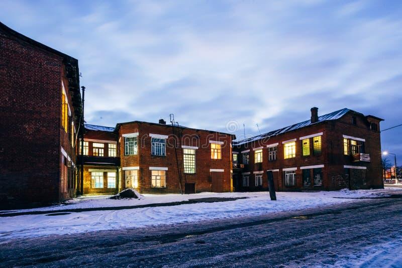 Download Gamla Murverkfabriksarbetare Arkivfoto - Bild av fönster, vägg: 106828952