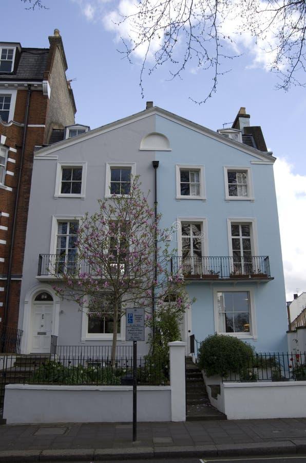 Gamla och dyra hus i London arkivfoton