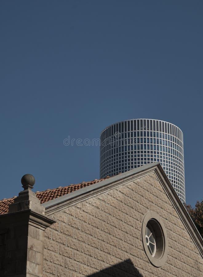 Gamla och moderna byggnader i Tel Aviv, ISRAEL royaltyfria foton