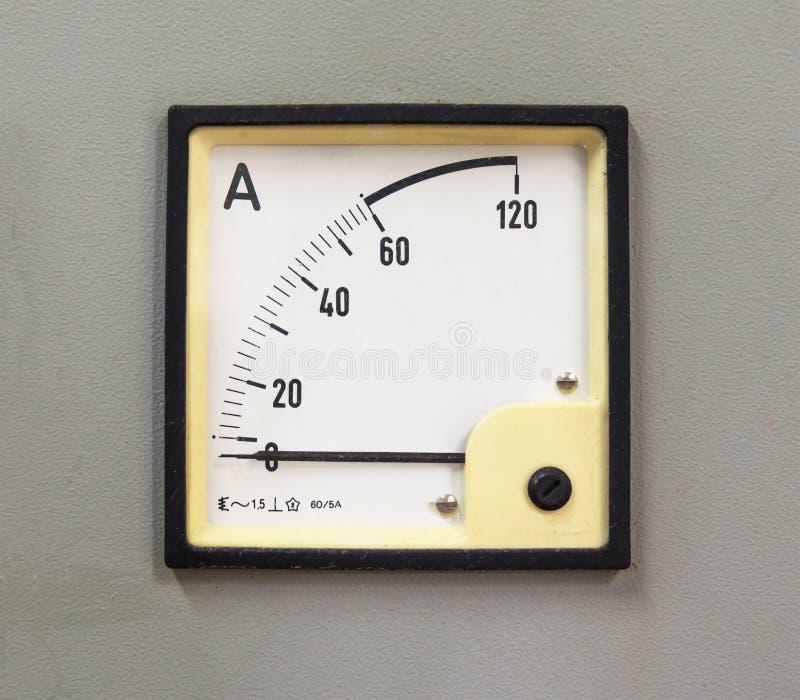 Gamla parallella mått för en amperemeter arkivbild