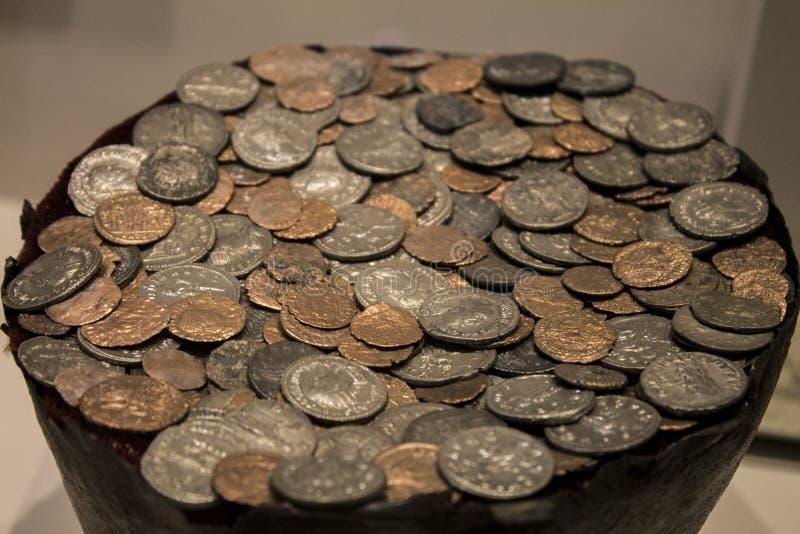 Gamla pengar för historia royaltyfri bild