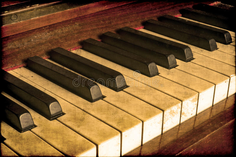 Gamla pianotangenter royaltyfri bild
