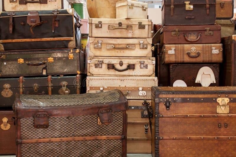 Gamla resväskor royaltyfria bilder