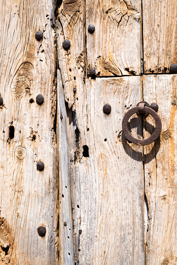 Gamla Rusty Wooden Doors (3) arkivfoton