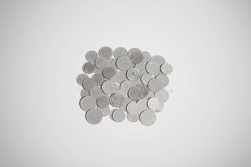 Gamla ryssmynt som isoleras på vit bakgrund Gammal rysk valuta Gamla ryska rubel och kopecks antibacterial Valutabakgrund royaltyfri fotografi