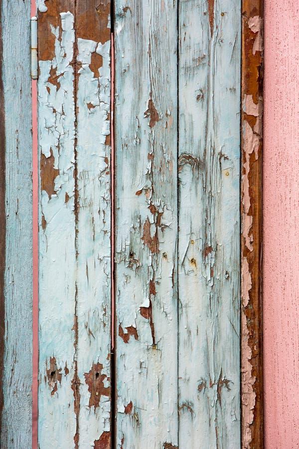 Gamla sjaskiga träplankor med sprucken färg målar, bakgrund fotografering för bildbyråer