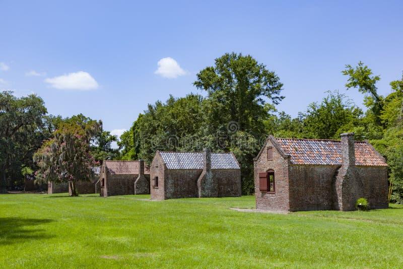 gamla slavhuts i en anläggning i South Carolina royaltyfria foton