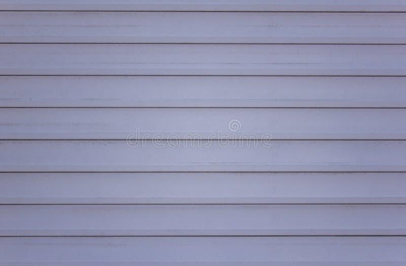 Gamla smutsiga gråa blåa slutare Horisontal fodrar Textur för grov yttersida royaltyfri foto
