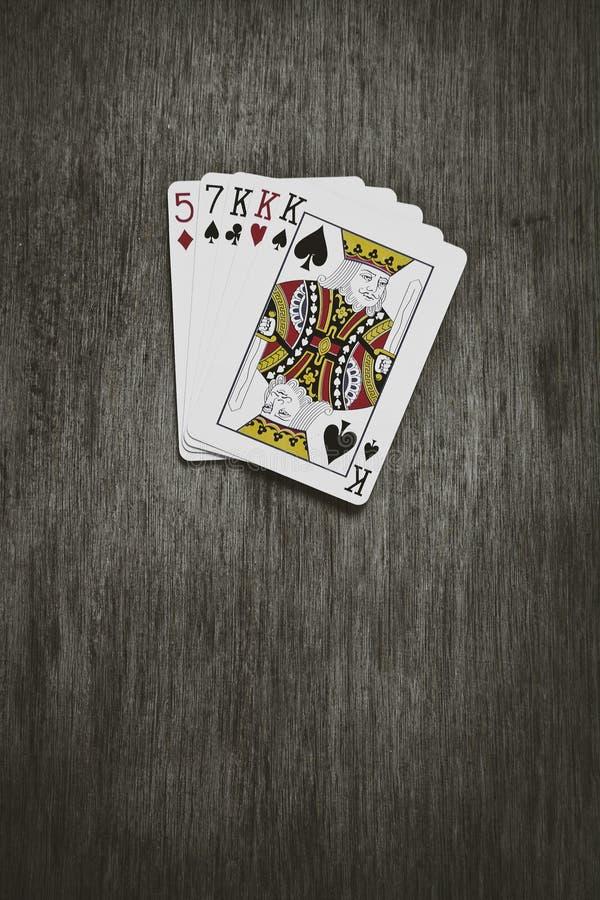 Gamla spela kort samlade från en kombination av poker royaltyfri foto