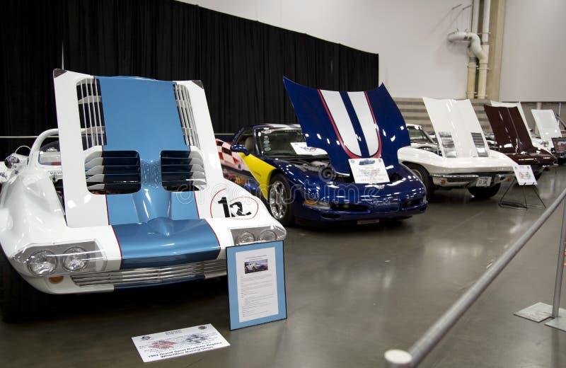 Gamla sportbilar på auto show arkivbilder
