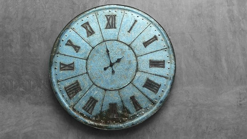 Gamla stålklockor arkivbild