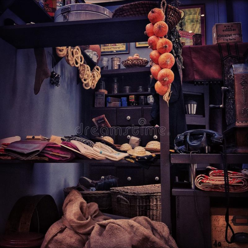 Gamla tider i livsmedelsbutik arkivbilder