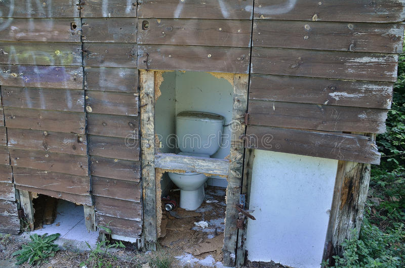Gamla toaletter arkivbilder