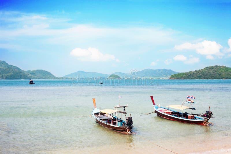 Gamla träfartyg i near kust för Andaman hav arkivfoton