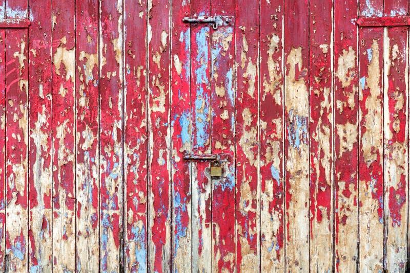 Gamla trägaragedörrar eller portar texturerade bakgrund fotografering för bildbyråer