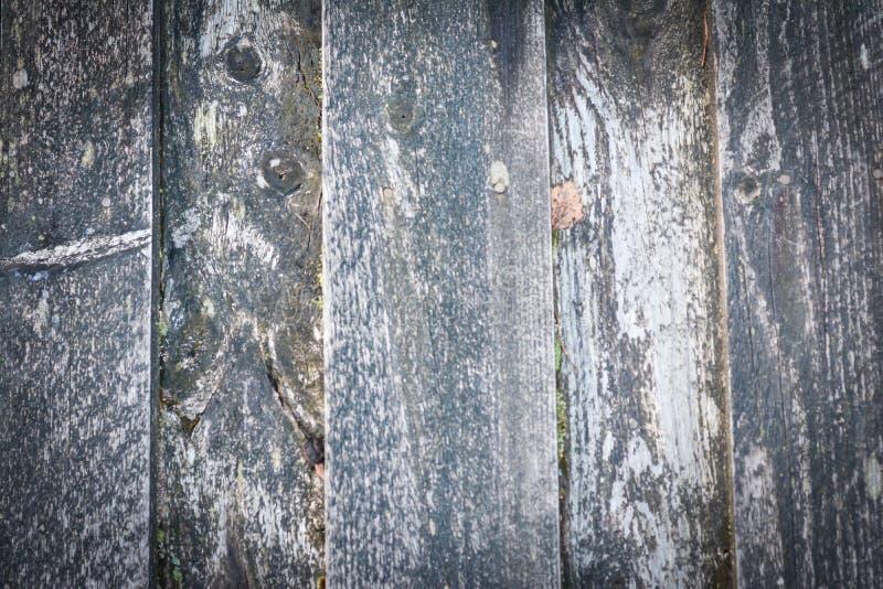 Gamla träplankor på husväggen arkivfoton
