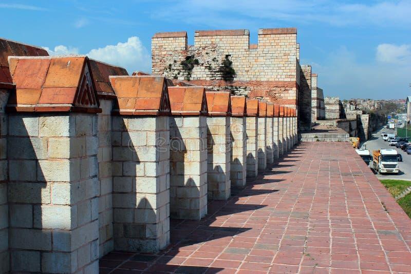 Gamla väggar av Constantinople nära den Yedikule fästningen i Istanbul, Turkiet arkivbild