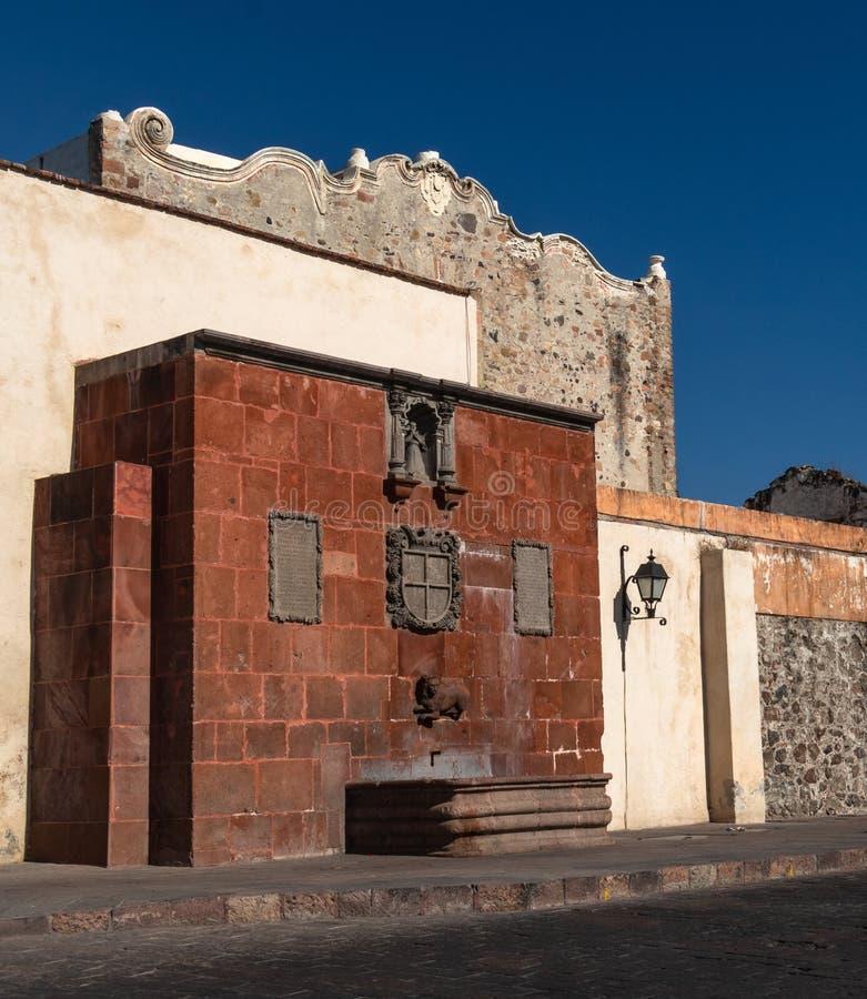 Gamla väggar i historiska Queretaro Mexico arkivbilder