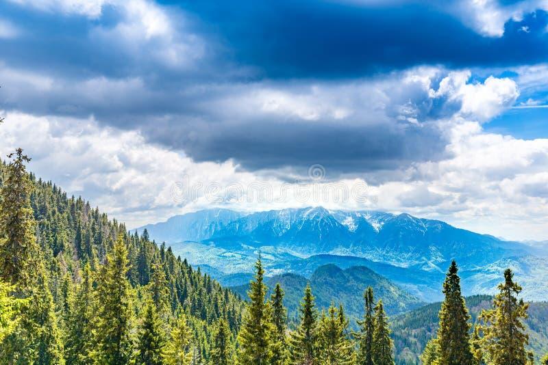 Gamma di montagne di Bucegi fotografia stock libera da diritti