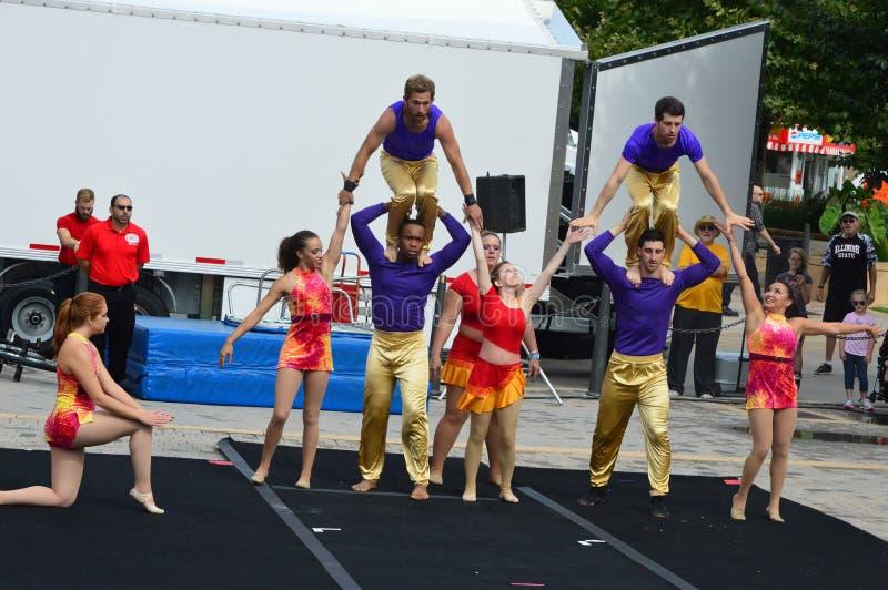 Gamma-Phi Circus-Akrobaten am Zuckermais und am Blau-Festival lizenzfreies stockfoto