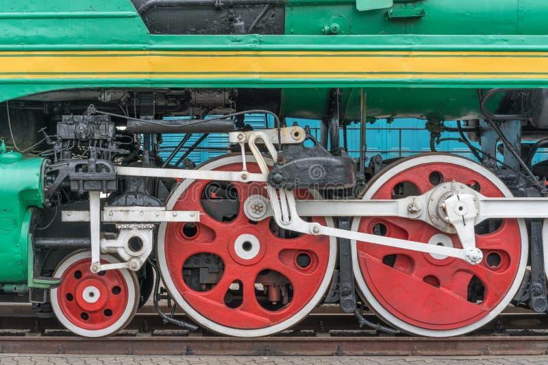 Gammal ångalokomotiv i ett frilufts- museum arkivfoton