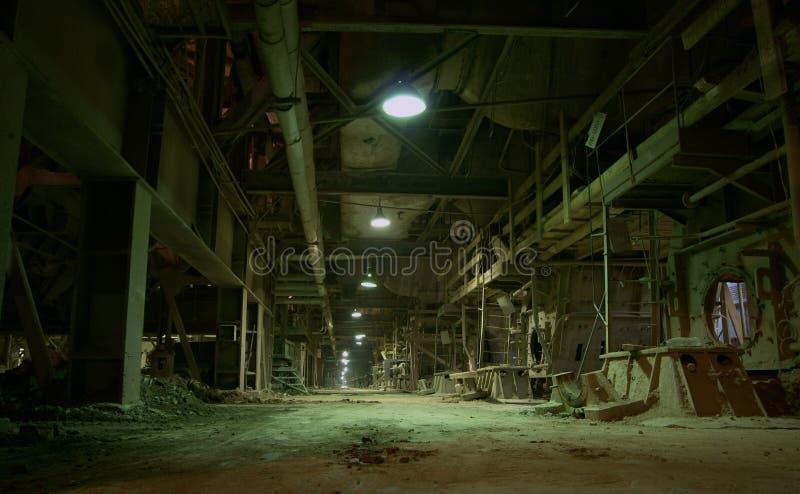gammal övergiven fabrik royaltyfria bilder