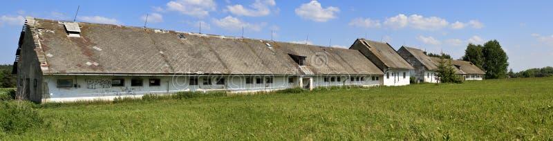 gammal övergiven lantgård royaltyfri bild