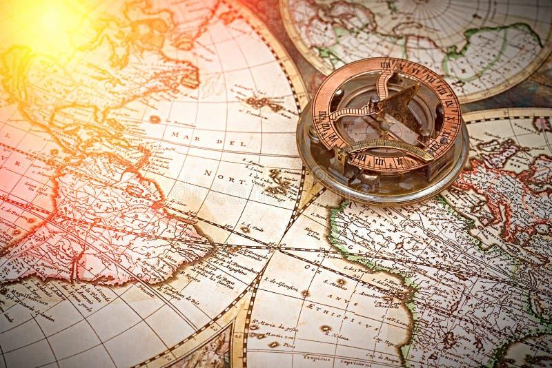 Gammal översikt, kompass, navigering och geografi fotografering för bildbyråer