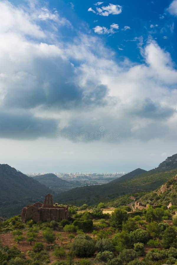 Gammal abbotskloster i bergen royaltyfri foto