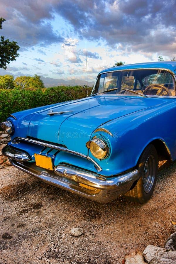 Gammal amerikansk klassisk bil i Trinidad, Kuba royaltyfria foton