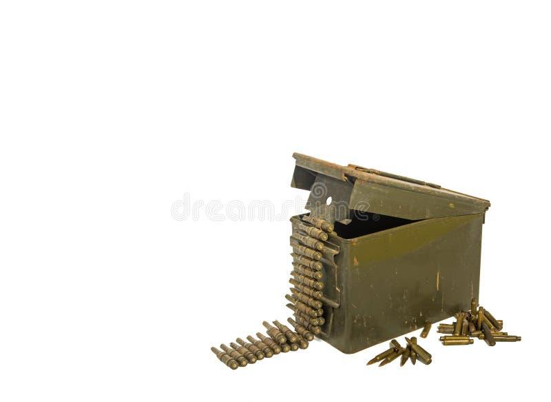 Gammal ammunitionask med ammunitionar fotografering för bildbyråer