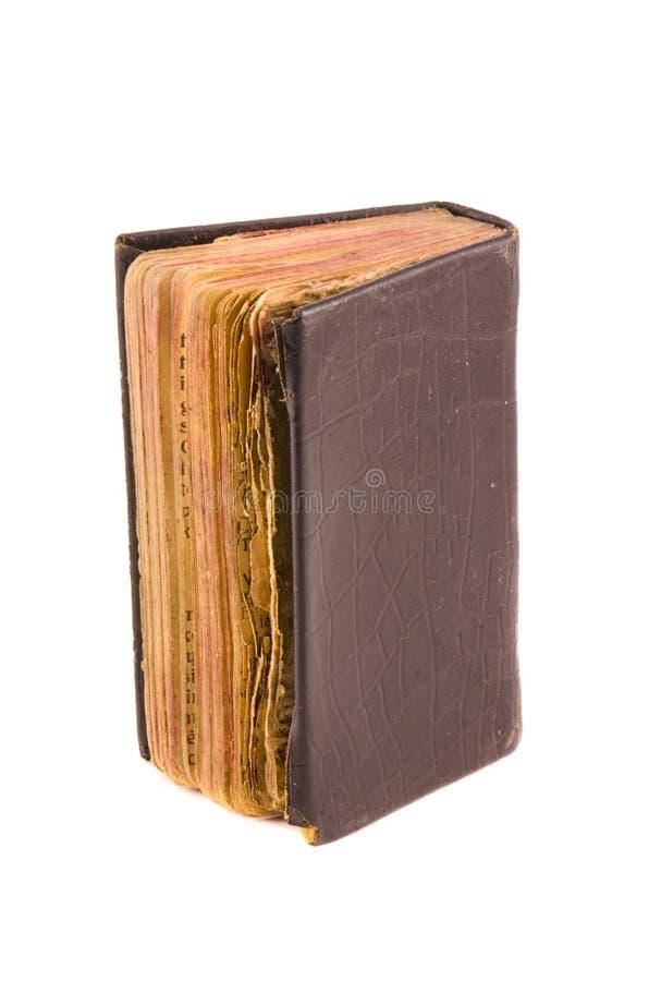 Gammal använd bibel för kristendomenbönbok som isoleras på vit royaltyfria foton