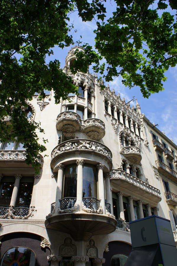 Gammal arkitektur på den Passeig de Gracia gatan på Barcelona, Spanien royaltyfria foton