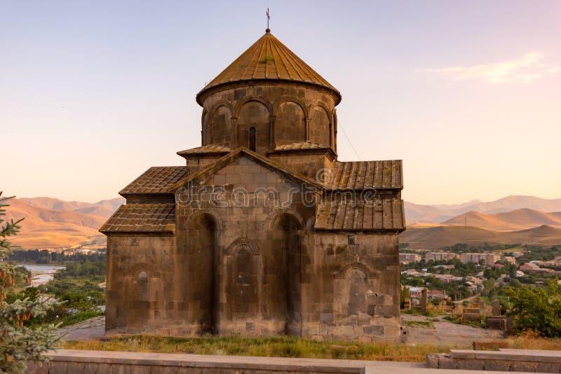 Gammal armenisk kyrka i bergen arkivbild