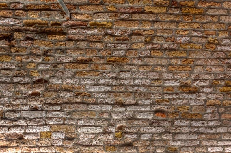 Gammal bakgrund för textur för tappningtegelstenvägg, Venedig, Italien royaltyfri fotografi