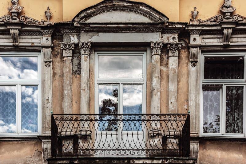 Gammal balkong arkivbild