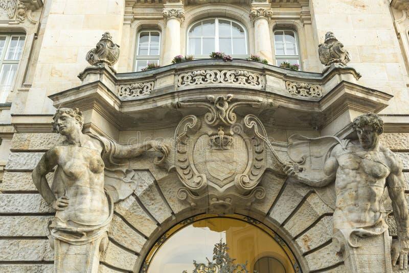 Gammal Bayern vapensköld på fasaden av byggnad arkivbilder