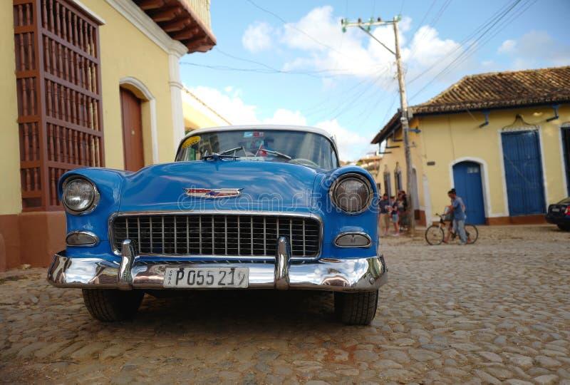 Gammal bil i Trinidad, Kuba arkivfoto
